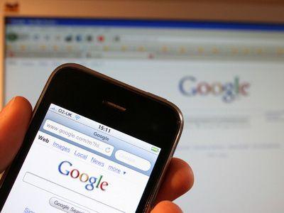 Cum utilizeaza romanii internetul pe telefonul mobil