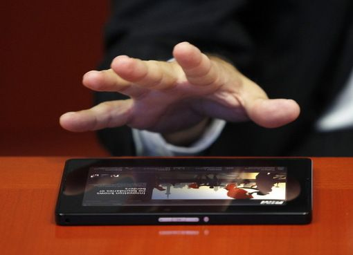 Cat de romanesti sunt primele iPad-uri romanesti? Batalia magazinelor pentru o piata de 10 mil. euro!