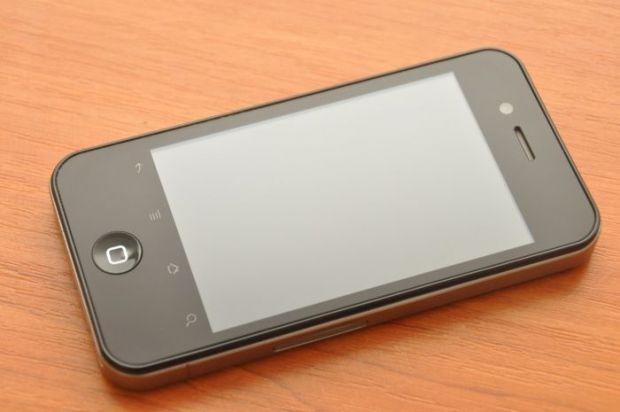 Nu e iPhone 4, vine cu Android 2.2, consuma bateria precum un laptop si se afla pe bancul de probe Yoda.ro!