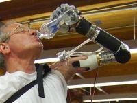 Robocop nu e departe: brat robotizat controlat de creier