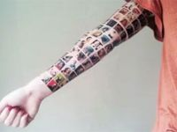 Femeia care a sustinut ca si-a tatuat pe brat prietenii de pe Facebook a fost data de gol