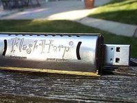 Gadgetul strutocamila: si stick USB, si muzicuta