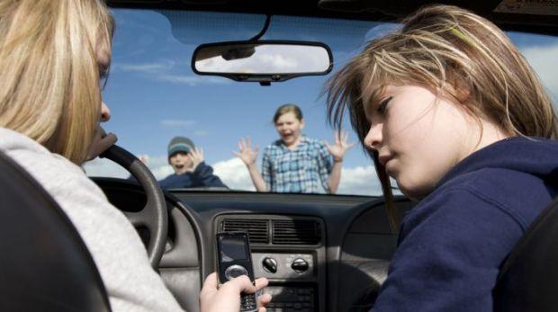Telefoanele mobile, responsabile de 25% din accidentele rutiere