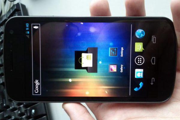 VIDEO Google si Samsung lanseaza pe 11 octombrie noul Galaxy Nexus, un smartphone care ar putea face senzatie. Vezi daca e mai tare decat iPhone 4S