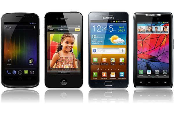 Ringul de box: Galaxy Nexus, iPhone 4S, Galaxy S II, Motorola RAZR. Vezi care e mai tare