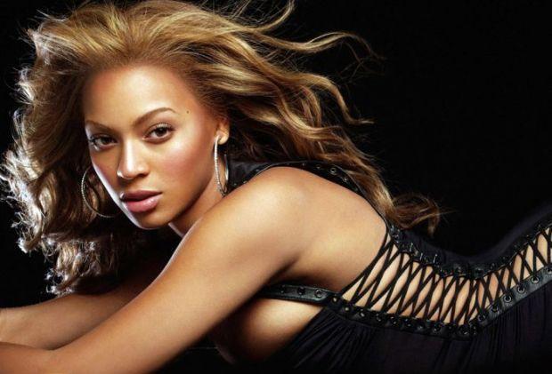 VIDEO Mai tare decat Beyonce! Asistenta Siri de pe iPhone 4S s-a apucat de cantat