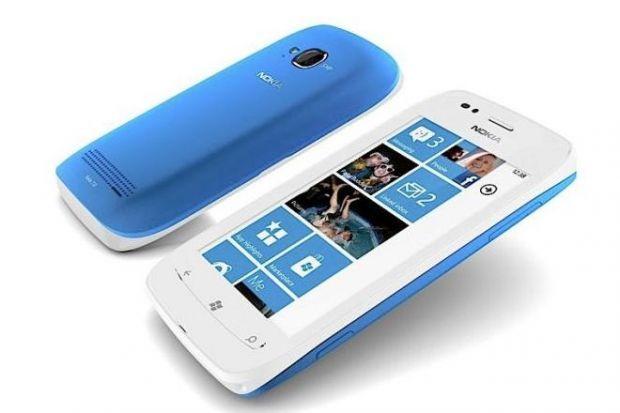 VIDEO Nokia Lumia 710, un smartphone care stie multe si costa putin. Vezi caracteristicile si pretul
