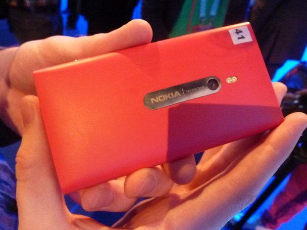 GALERIE FOTO Cat de buna e camera de pe Nokia Lumia 800? Diferente URIASE fata de Samsung Galaxy S II si iPhone 4S
