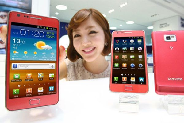 Celebrul telefon Samsung Galaxy S II, in varianta feminina