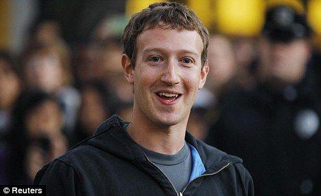 Atac fara precendent asupra Facebook! Utilizatorii s-au trezit cu mesaje porno pe zid