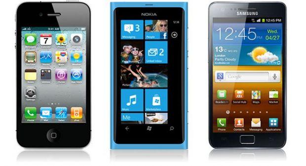 A fost ales telefonul anului 2011! Afla castigatorul: Nokia Lumia 800, iPhone 4 sau Samsung Galaxy S II?