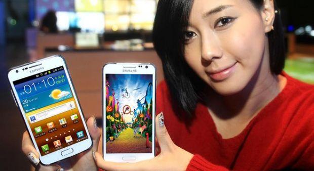 Samsung a lansat Galaxy S II HD LTE White cu ecran mare de 4,65 inch si procesor dual-core de 1,5 GHz