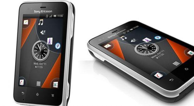 VIDEO Cel mai tare telefon este un Android de la Sony. Trece teste de neimaginat pentru Galaxy SII si iPhone 4S
