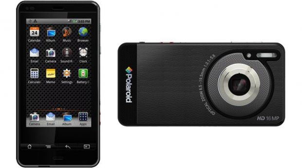 VIDEO Camera foto sau smartphone? Polaroid a lansat smartcamera Android SC1630 de 16 MP