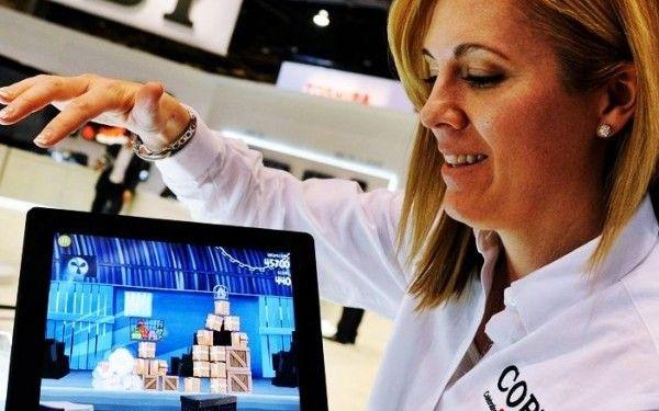 CES 2012: Prima tableta 3D fara ochelari din lume si folia minune care iti arata imagini tridimensionale