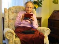 E cea mai COOL bunica din lume! La 100 de ani, se joaca pe Nintendo DS (VIDEO)