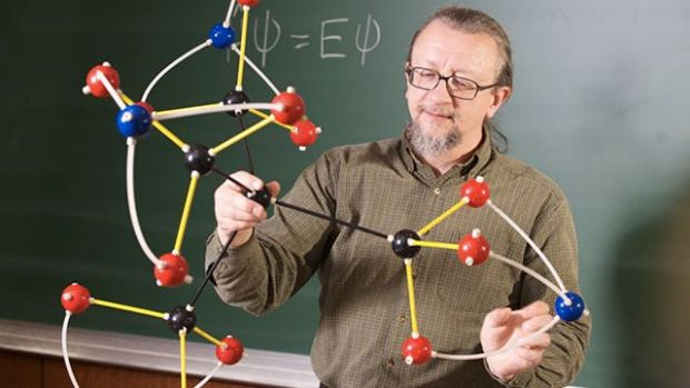 O fetita de 10 ani a inventat o molecula exploziva
