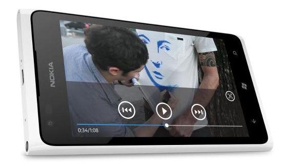 FOTO! Nokia a comis-o: A publicat fara sa vrea prima imagine cu noul telefon Lumia 900 alb!