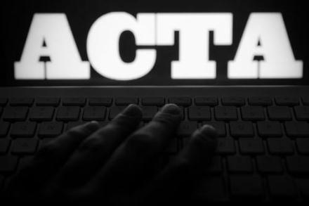 Protest fara precedent in Romania impotriva ACTA, legea care cenzureaza internetul: 72.000 de romani au anuntat ca ies in strada!