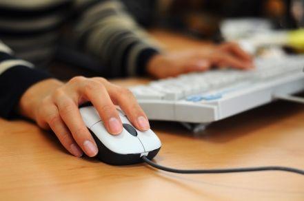 Iti cauti un loc de munca? 2 din 3 angajatori fac recrutari prin Facebook si Twitter