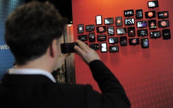 WMC 2012. Marile companii de telefonie mobila vor sa introduca o taxa pe continutul online