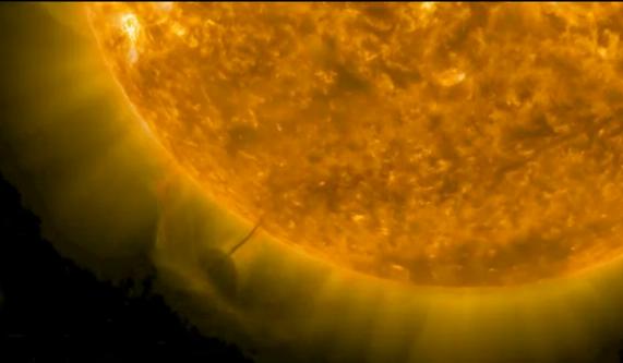 VIDEO Un OZN rotund care ia energie de la Soare, suprins in imagini.  N-am nici cea mai mica idee ce este