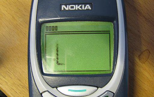 Mai stii SNAKE, jocul de pe primele telefoane mobile? Joaca-l aici