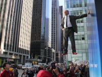 El este Superman. Un barbat a plutit deasupra Manhattan-ului