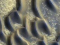 Zona acoperita cu sticla, gasita intr-o regiune intunecata de pe Marte