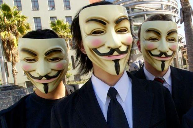 Ai cont pe retele sociale? Anonymous a atacat 55.000 de persoane nevinovate