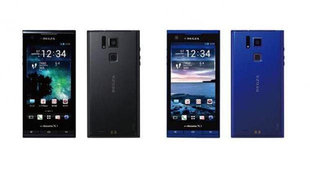Japonezii anunta un smartphone cu ecran NEW AMOLED Plus si camera de 13,1 MP