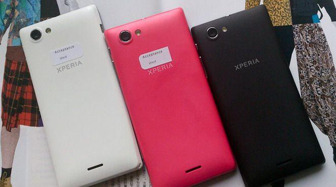 FOTO: Sony pregateste un smartphone colorat cu ecran mare