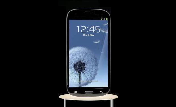 FOTO: Samsung Galaxy S III de culoare neagra, in Statele Unite