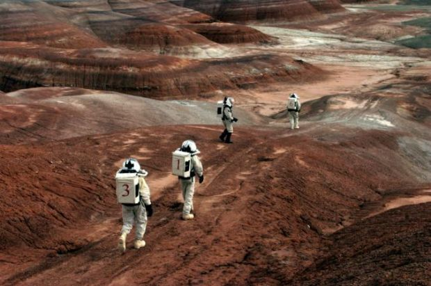 Imagini reale cu  extraterestrii  dintre noi: Cum ar arata o zi traita de omenire pe o alta planeta