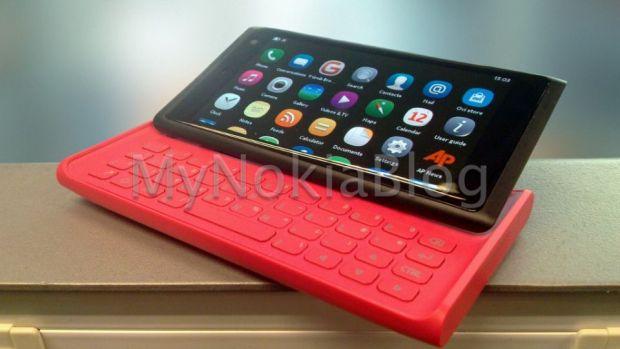 FOTO: Prototip Nokia cu design Lumia si tastatura QWERTY