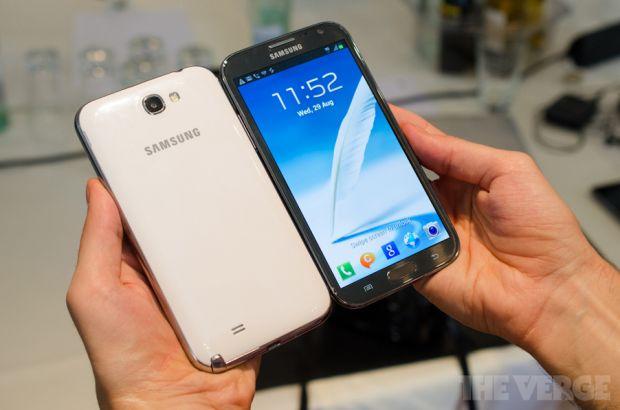 VIDEO: Cat de bun este smartphone-ul cu ecran imens de 5,5 ? Hands-on GALAXY Note II