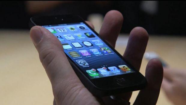 VIDEO Cat de bun este noul telefon Apple? Hands-on iPhone 5