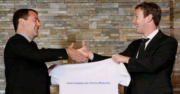 Facebook se pregateste sa cucereasca Rusia. Zuckerberg a batut palma cu Medvedev