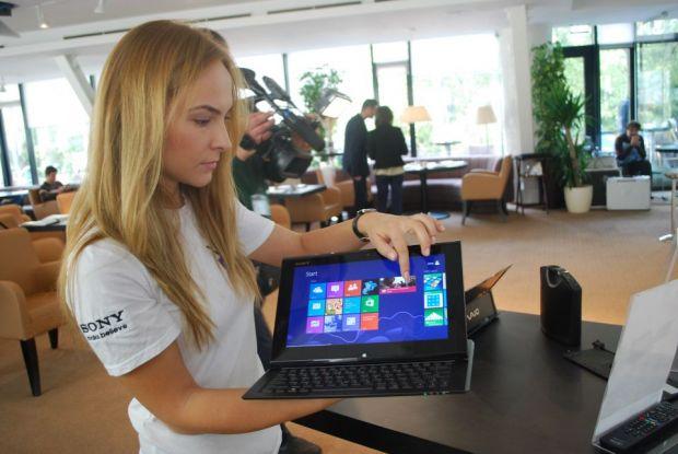 Sony VAIO Duo 11 cu Windows 8. Daca nu te-ai hotarat intre un laptop si o tableta