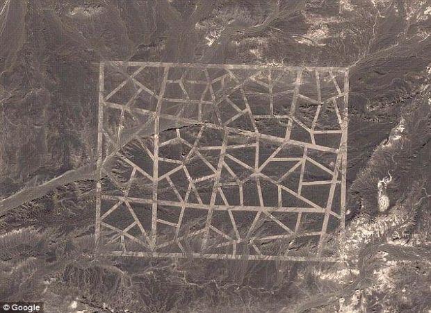 Mesaj pentru OZN-uri sau secret de stat? Formele misterioase descoperite in China prin Google Earth