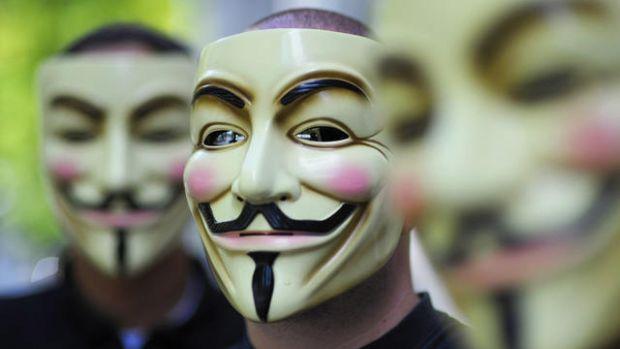 Alarma: 28.000 de conturi PayPal, sparte de hackerii de la Anonymous
