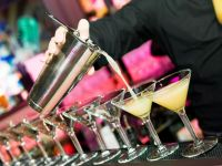 Robotul - barman. Inventia romaneasca ce prepara cocktailuri perfecte si nu vrea bacsis