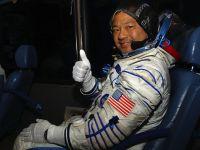 Stiti ce-mi place cand votez din Spatiu? Aici nu sunt cozi  Cum voteaza astronautii aflati in misiune