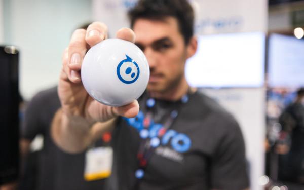 Sphero, mingea inteligenta care se transforma intr-un animal de companie