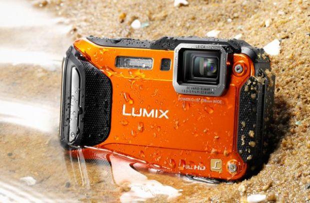 Panasonic Lumix la CES 2013: Camera foto extrema FT5, care rezista in apa si la inghet, plus suratele sale cu Wi-Fi si NFC