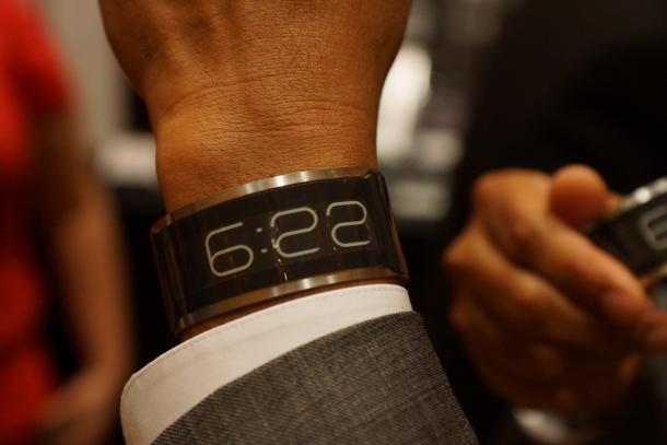 CST-01, cel mai subtire ceas de mana din lume, lansat la CES 2013. Pret si caracteristici