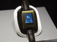 VIDEO Ceasul viitorului, prezentat de Toshiba la CES. Recunoaste bataile de inima ale proprietarului
