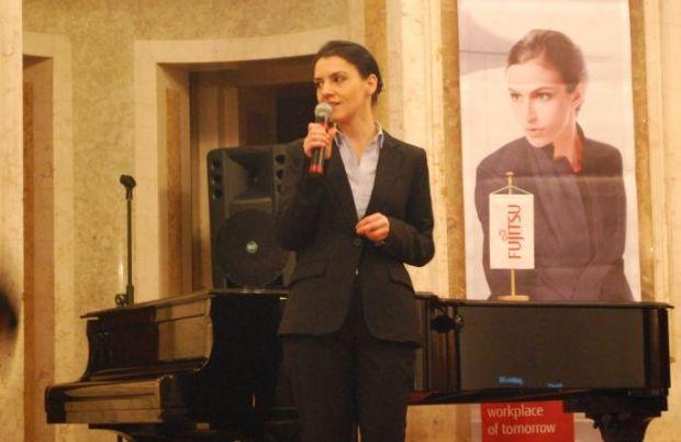 Fujitsu aduce in Romania tableta hibrida Stylistic Q702, un gadget business adresat oamenilor in miscare