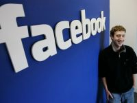 Mark Zuckerberg, surprins intr-un club. Fotografia a devenit viral pe Facebook