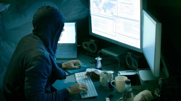 Mai multi hackeri din Satu Mare, ridicati luni de DIICOT
